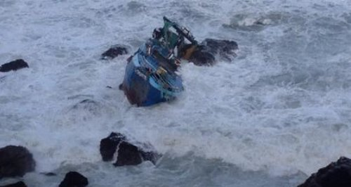 6 men rescued from trawler