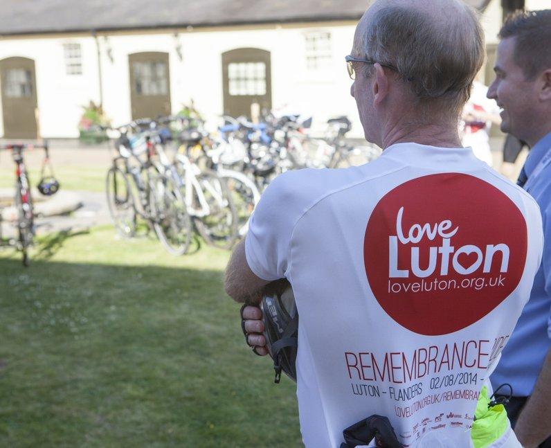love luton bike ride 41   love luton remembrance cycle