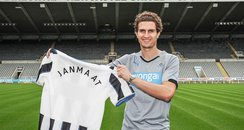 Daryl Janmaat signs for Newcastle