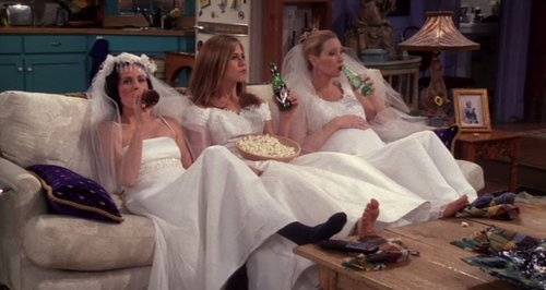 Friends TV show filmstill - Rachel, Monica and Pho